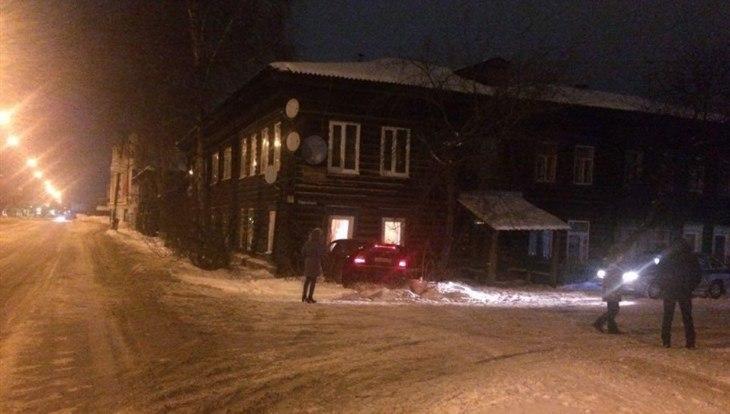 Врезавшаяся на авто в жилой дом томичка была пьяна