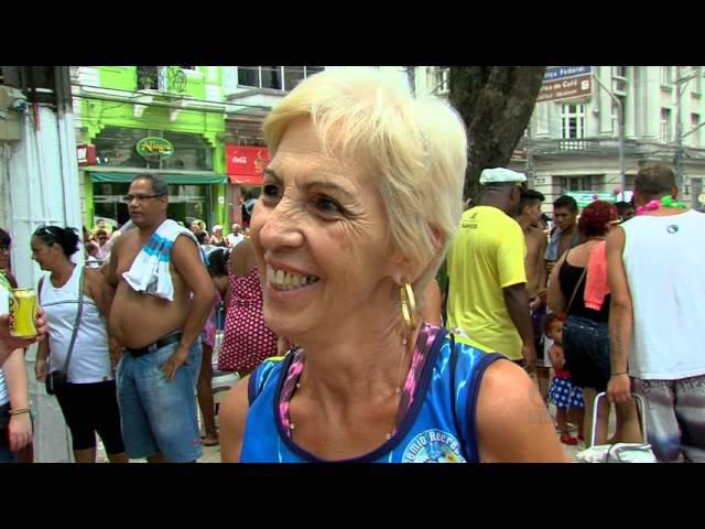 Carnabonde agita adultos e crianças no centro histórico de Santos