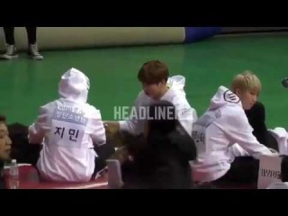 (Fancam) Jungkook hates being apart from V! ISAC 2017