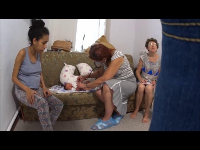 Скрытая камера 16. Врачи педиаторы из поликлиники приходят после родов на дому посмотреть на ребенка
