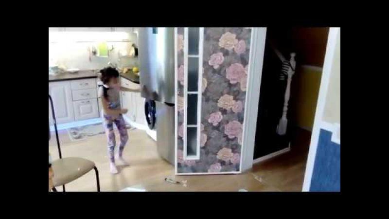 Декор двери. Оклейка двери обоями и декоративными молдингами.