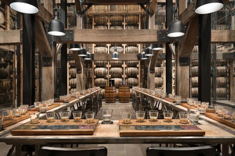 Я бы посетил...<br>Дегустационный зал компании Jack Daniel's <br>Построен в 1938 году в городе Линчберг, штат Теннесси (родина основателя компании Джаспера Ньютона Дэниела).