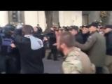 18.10.2017 года. Киев - сейчас. Возле Верховной Рады Украины началась потасовка. Полиция применила слезоточивый газ против толпы