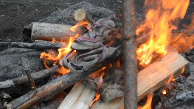 триумфальное сжигание легендарных сандалек