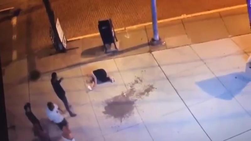 В Питтсбурге неизвестный вырубил девушку ударом в лицо
