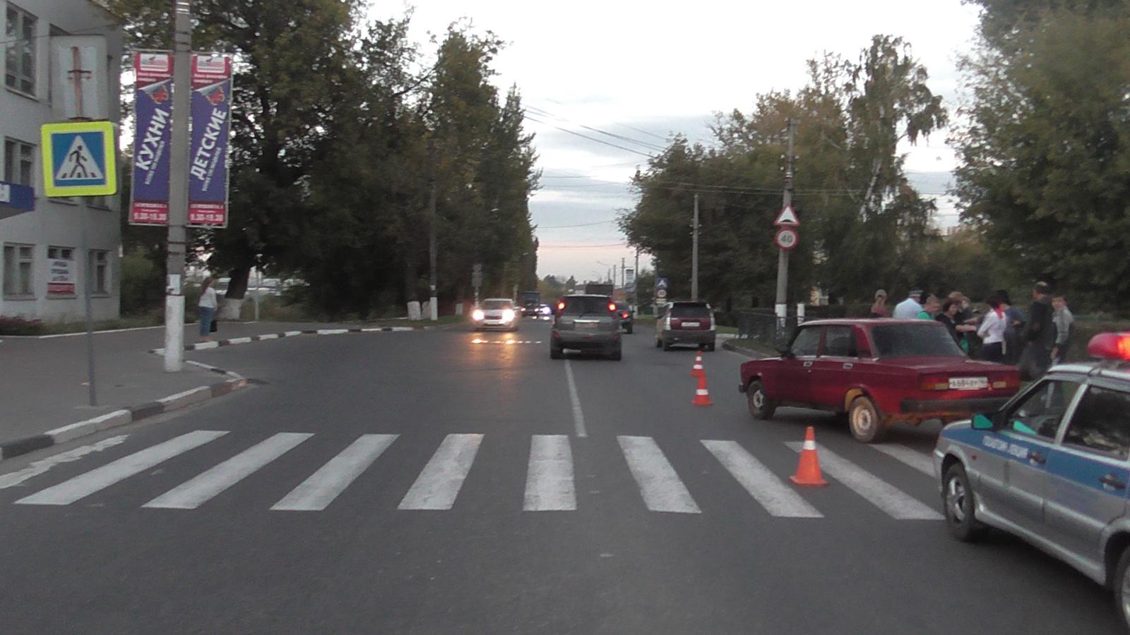 Курск. ребенок наВАЗе сбил 2-х пешеходов и удалился