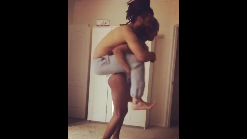 Mjn_17911551 piggyback