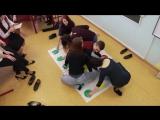 Две девушки во время игры в Твистер засветили колготки под джинсами / Two girls in pantyhose under jeans plays Twister