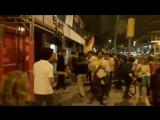 Началось В Барселоне толпа противников независимости штурмует здание каталонского радио, на улицах стычки
