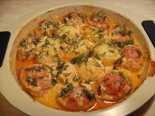 Котлеты с картошкой в соусе Ингредиенты: Фарш мясной -