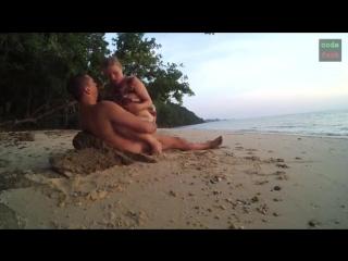 Порно мастурбирует на море фото ролик галерея кино