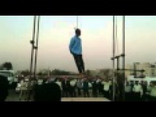 Публичная казнь в Иране 6.08.14 قاصدان آزادی : داعش وطنی! - کرج ۱۵ مرداد