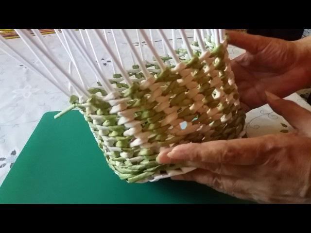 Плетение из газетных трубочек. Новая корзиночка:))