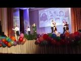 Красивая песня в исполнении Андрея Викторовича и вальс старшеклассников.Школе 80 лет.