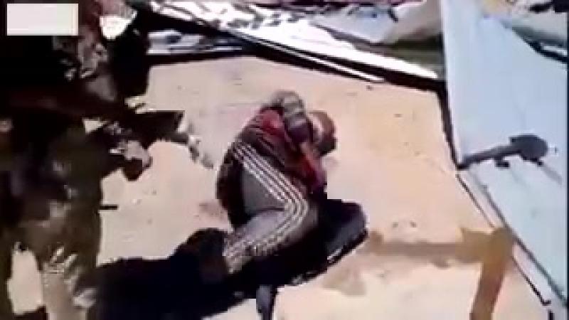 русские и сирийцы пиздят помошника даиш игил