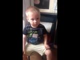 Сын просит маму чтобы она спела песню Пропала собака по кличке дружок