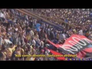 Torcida do Rosário Central exibindo a faixa 40.000 de visitante, um dos trapos mais emblemáticos da torcida do Newells. O fato o