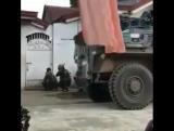 Филиппины.Армия в уличных боях с боевиками ИГ в Морави