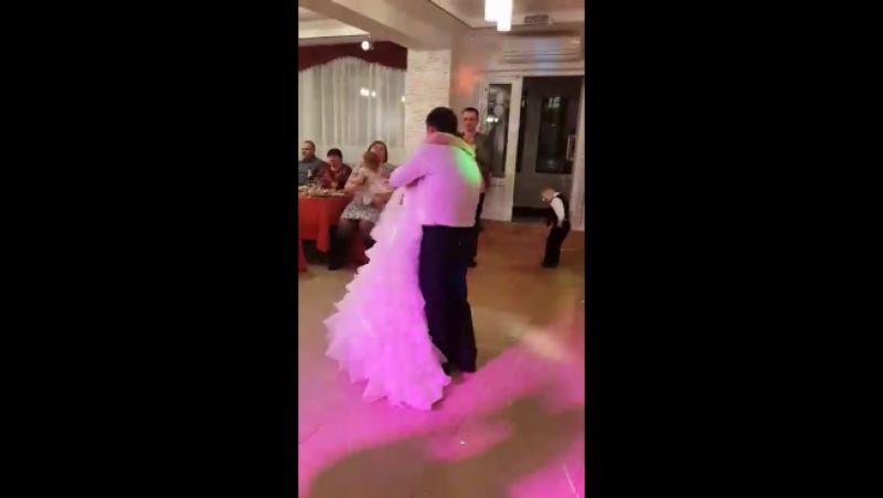 белый танец отца и дочери 💓