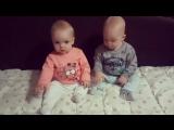 Маруся и Сашуля (8 месяцев)