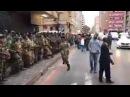 #Zimbabwe: Les militaires et la population jubilent ensemble le départ du président Robert MUGABE.