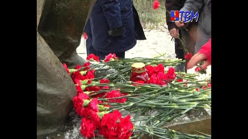 В честь 73-й годовщины разгрома немецко-фашистских войск в Заполярье на воинском захоронении состоялся митинг памяти.