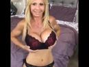 Зрелая Мамка в сексуальном белье в чулках большие силиконовые сиськи,грудь, дойки, чужие жены milf mature mom sexwife домашнее