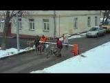 Велосипедист против шлагбаума