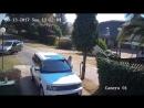 Неудачная попытка ограбления попала в объектив камеры наружного видео-наблюдения частного дома.