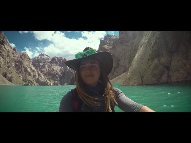 Казахстанская путешественница сняла ролик об удивительном озере Кель Суу