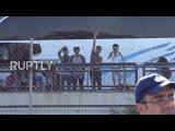 Греция Сотни людей переехали из лагеря беженцев Эллинико около Афин.