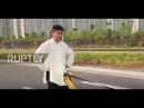 Китай: Шарики Стали! Мастер Тай Чи тянет четыре машины с голыми яичками.