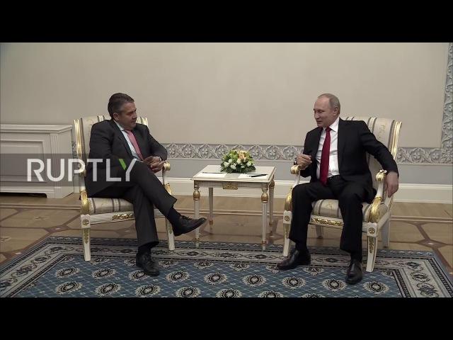 Россия: Путин встречается с Габриэлем как ПМЭФ возобновление работы.
