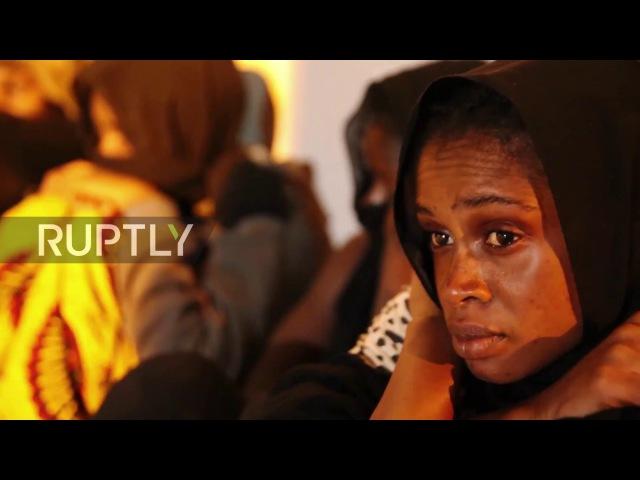 Ливия: Семь мигрантов задыхаются в запертом фургоне недалеко от Триполи.