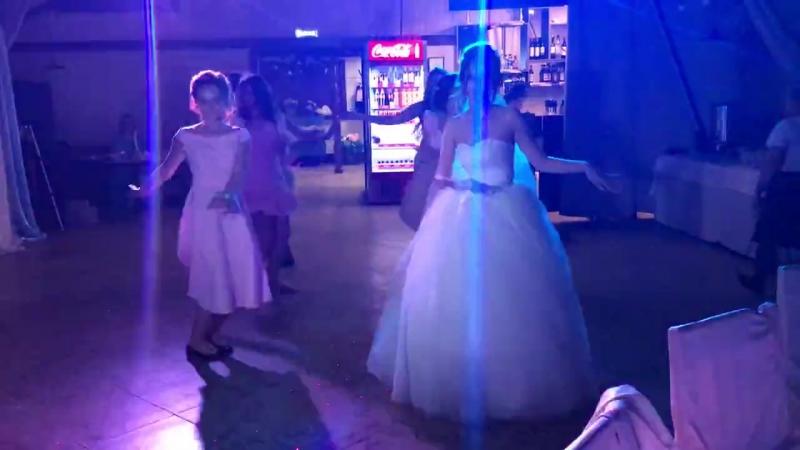 Танец невесты и подружек .720 (1)