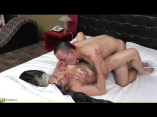 Granny gets her cunt licked by young guy - granny porn