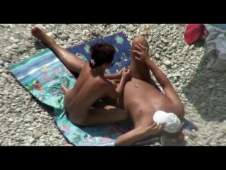 брюнетка вздрочнула мужику на пляже(подсмотр,пляж,секс,hidden cam,bh,beach hunter,bc,wc,piss,voyeur,hz,кончил в рот,сперма в рот