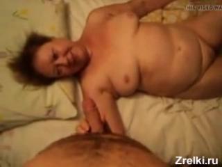 Соседскую зрелую бабульку мамашу жестко трахает молодой пацан Домашнее порно Old mature fat granny mommy and young boy