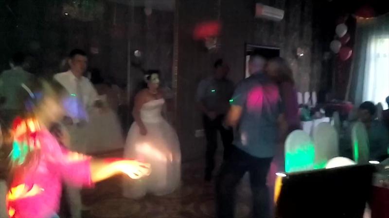 Взял дочку на свадьбу