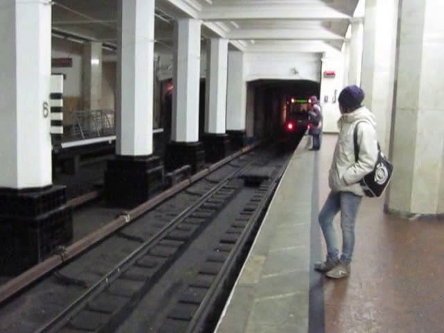 Ст.м.Александровский Сад, поезд в сторону Пл. Революции