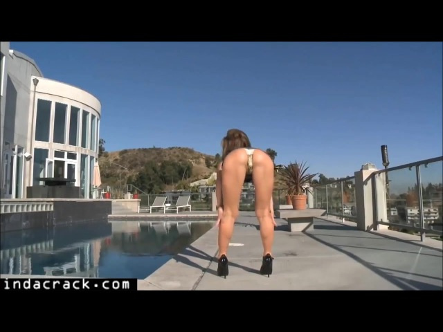 Fit MILF Sheena Shaw teasing with perfect Butt