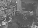 Официант выбивает витрину | The waiter breaks the shop window