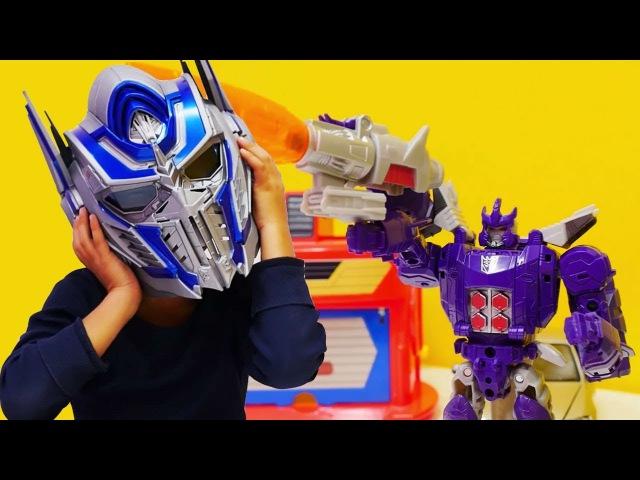 Dönüştürme oyunu! Mikail Optimus Prime oldu! Sihirli Transformers kaskası. Erkek oyuncakları