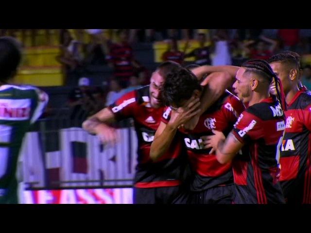 GOLAÇO Lucas Paquetá, do Fla, bate do meio de campo e encobre o goleiro do Madureira