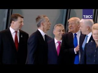 Трамп отодвинул премьер-министра Черногории