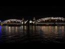 Мост Пётра Великого разводится на фоне Смольного собора