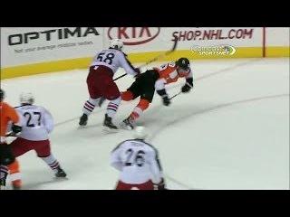 Claude Giroux scores backhander while falling