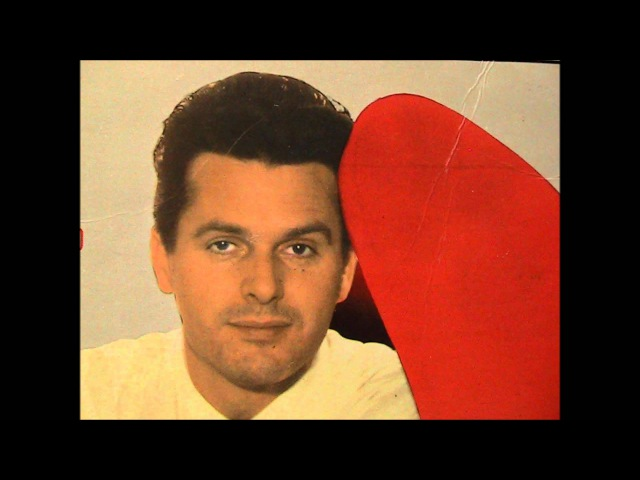 Umberto Marcato- Guarda Che Luna (Hopeinen kuu) Lyrics