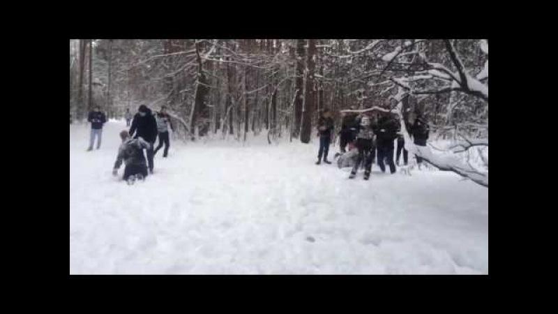 Забив ЦСКА(белыекамуфляж) vs Спартак(чёрные) | Hooligans fight CSKA(white) vs Spartak(black)