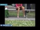 Порно Парень скрытно снимает ноги и между ног подруги на остановке киска пизда вагина шлюха шалава проститутка девственница
